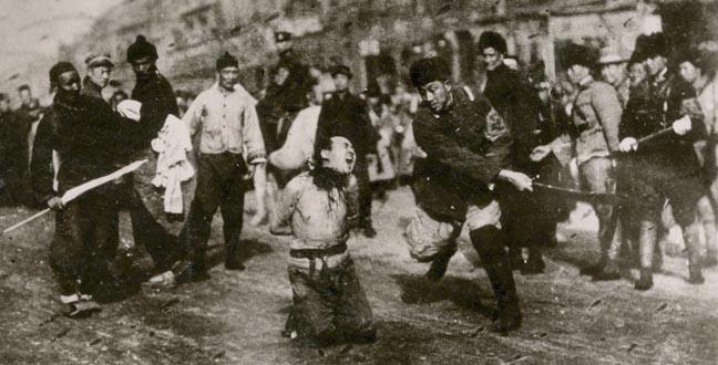 Décapitation d'un communiste lors du massacre de Shanghai en 1927