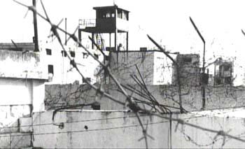 Une des premières photos de la prison de Khiam