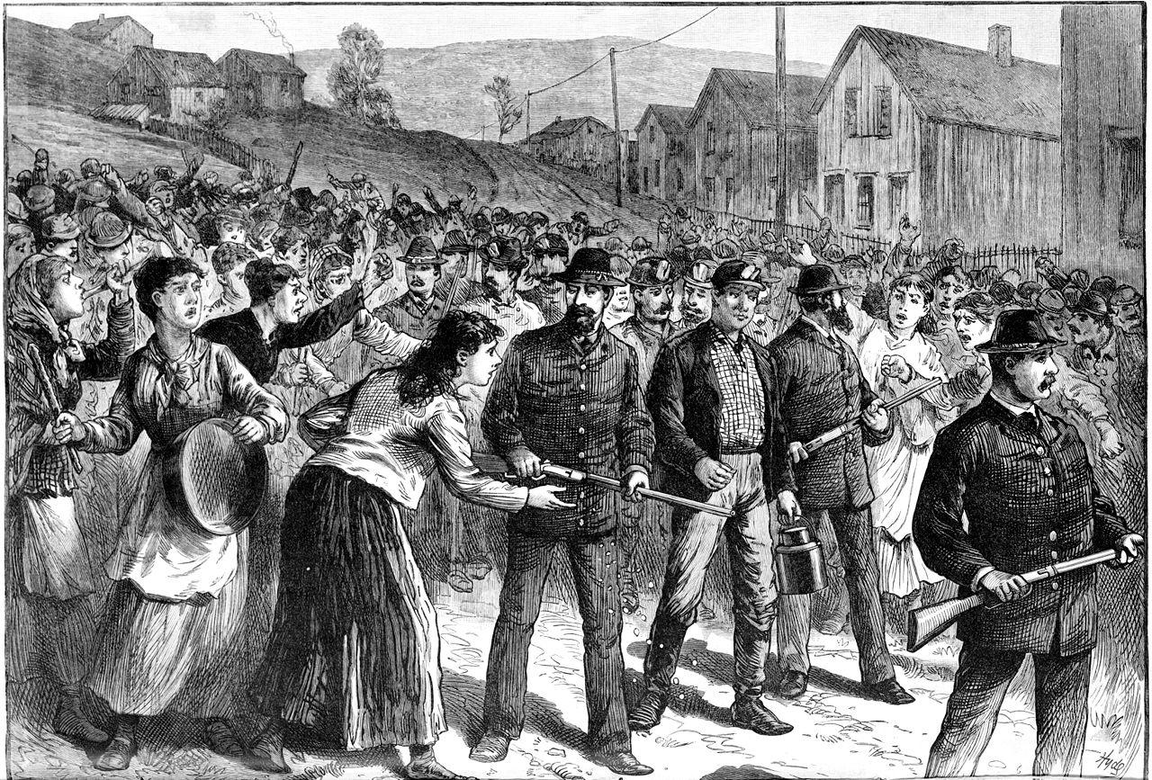 Les Pinkertons escortent des briseurs de grève à Buchtel (1884)