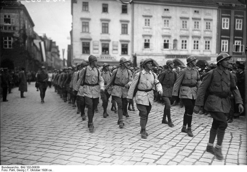 Défilé de membres du Schutzbund