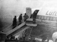 Les prisonniers libérés embarquent à Francfort dans un Boeing pour le Yemen