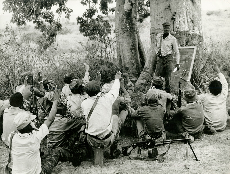 Combattant de la MK en formation en Tanzanie