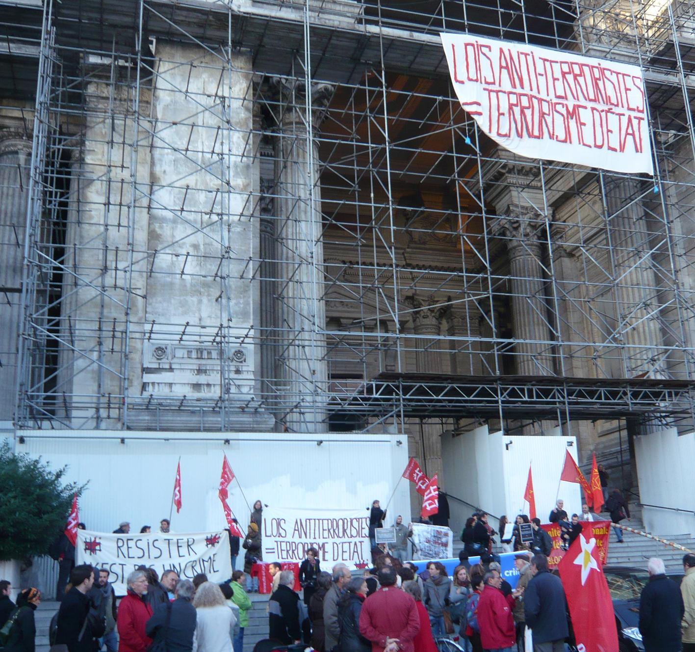 Rassemblement devant le Palais de Justice de Bruxelles le 14 octobre 2009