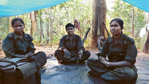 Camp maoïste dans la forêt
