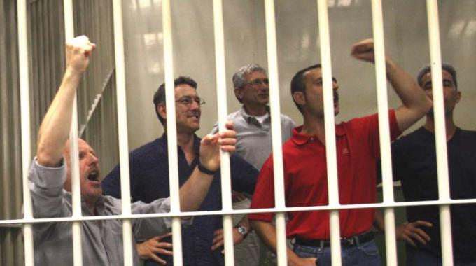Au procès du PCPM, les accusés saluent les sympathisants  présents dans la salle