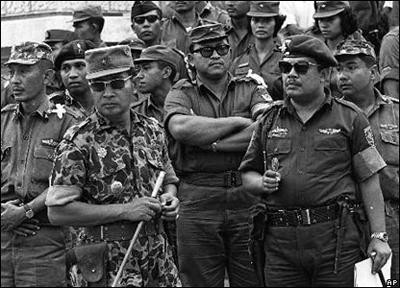 suharto-a-gauche.jpg