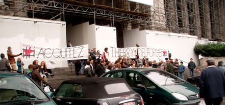 Manif devant le palais de justice pour Thierry Delforge