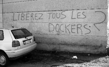 Bombage en soutien aux dockers