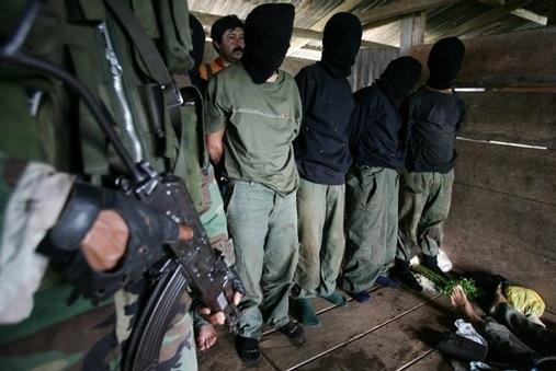 Arrestation de paysans péruviens
