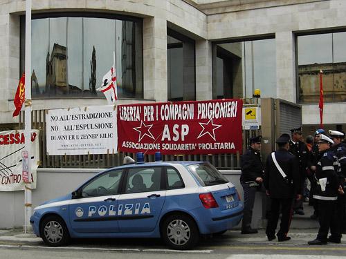 Manifestation pour Avni Er