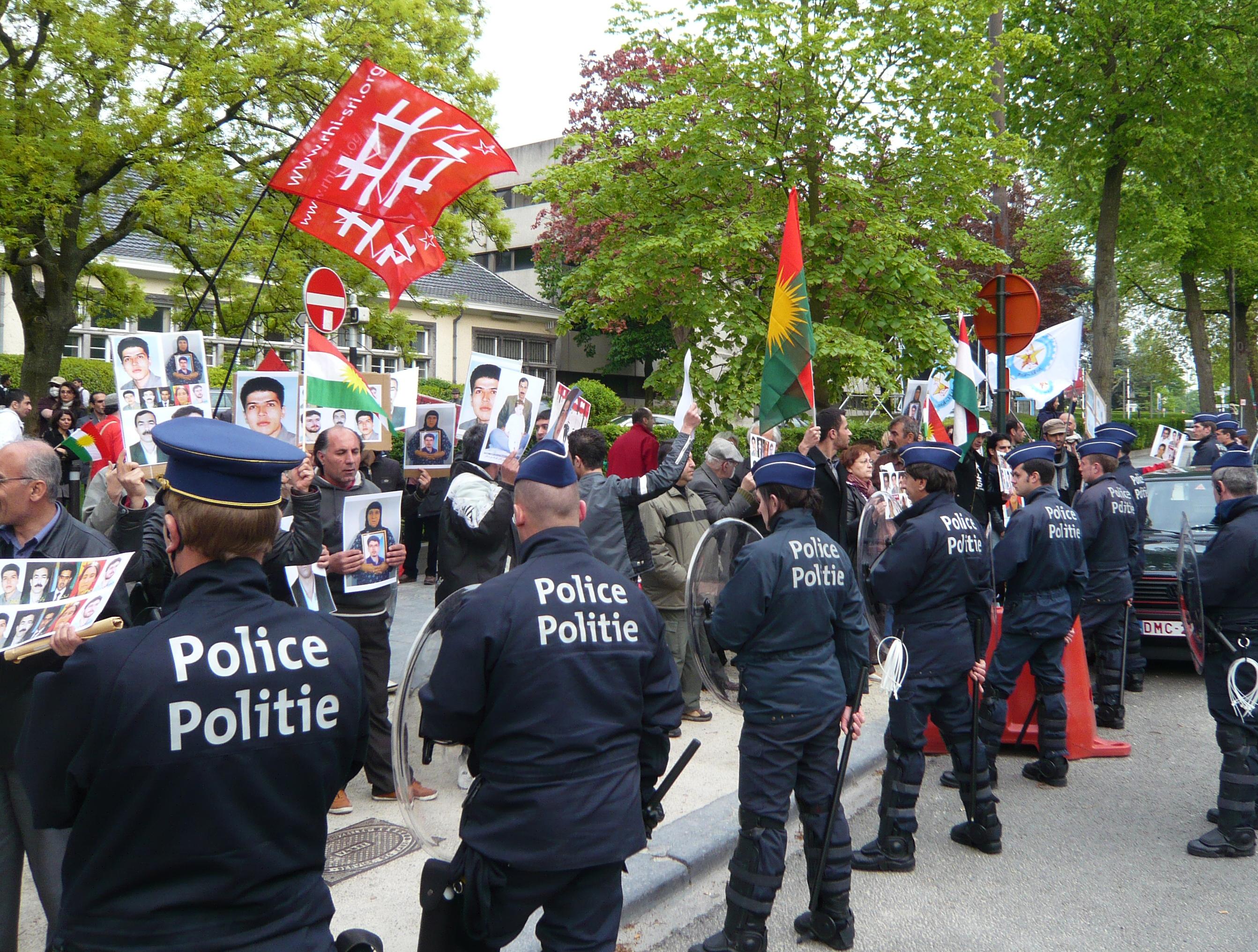 manifestation devant l'ambassade d'Iran 10 mai 2010