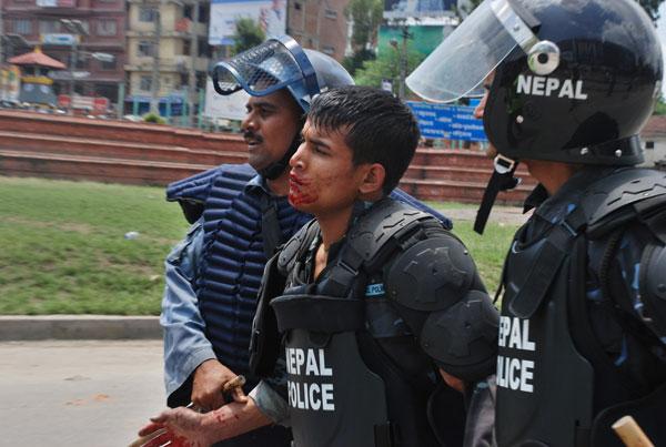 Heurts à Katmandou entre policiers et maoïstes