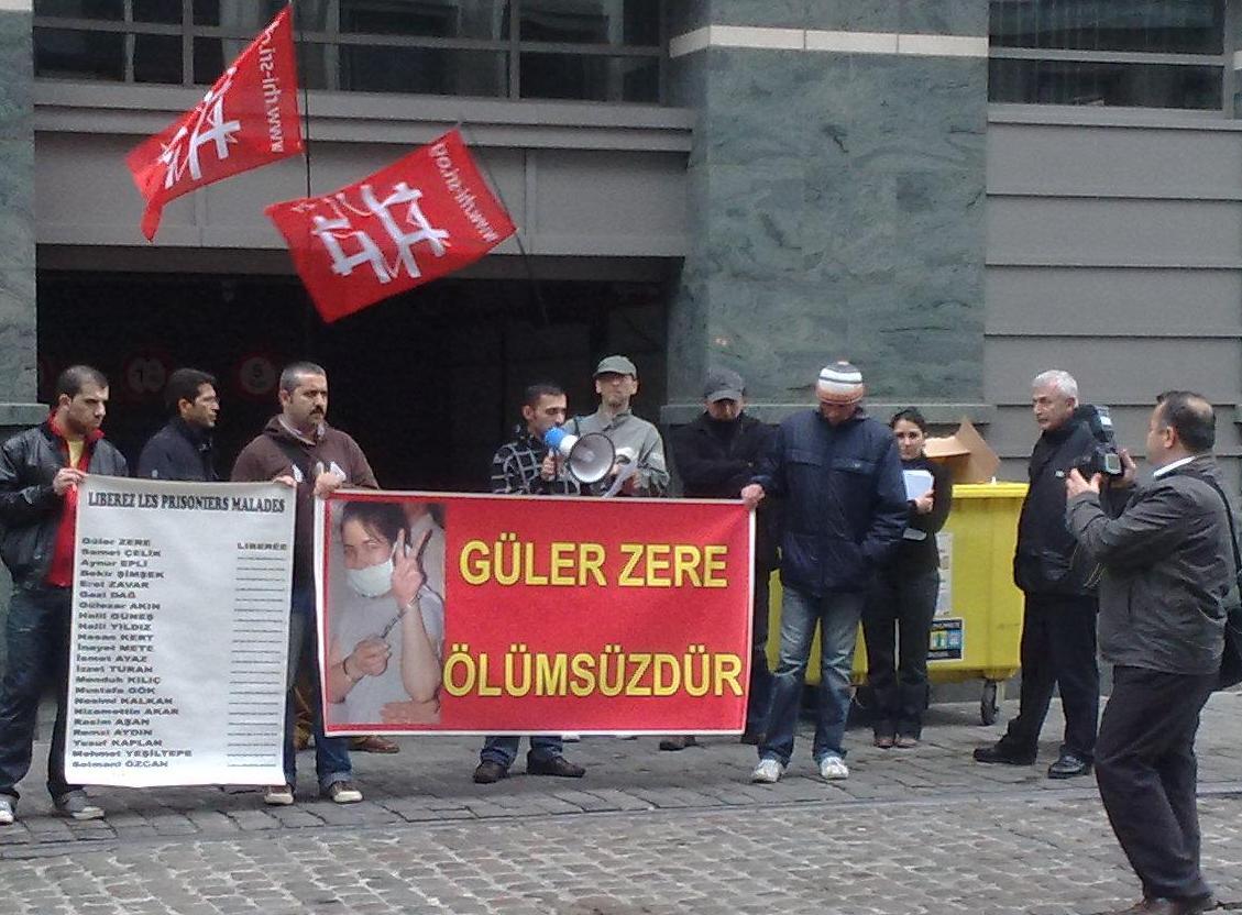 Rassemblement d'hommage à Guler Zere