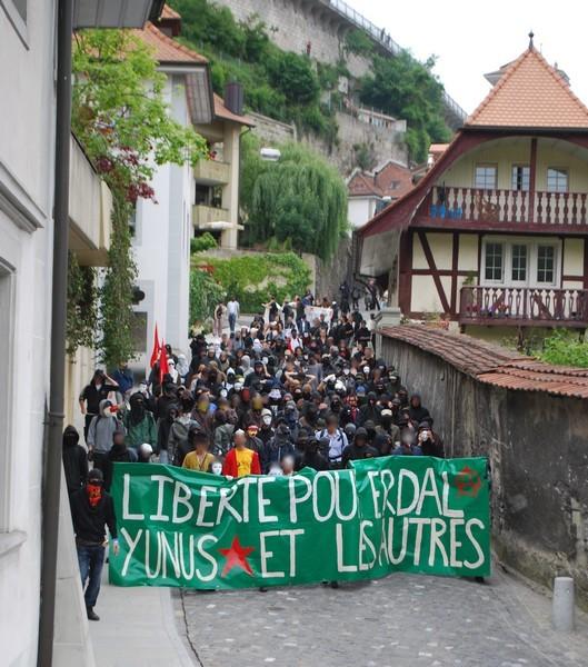 manifestation à Fribourg contre les violences policières