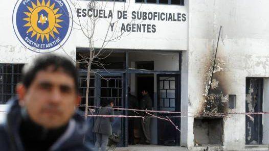 Bombe à l'école de police de Cipoletti