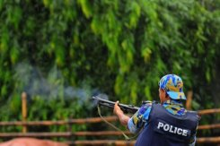 Policier anti-émeute au Bangladesh