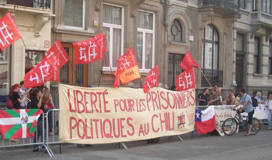 Rassemblement devant l'ambassade du Chili