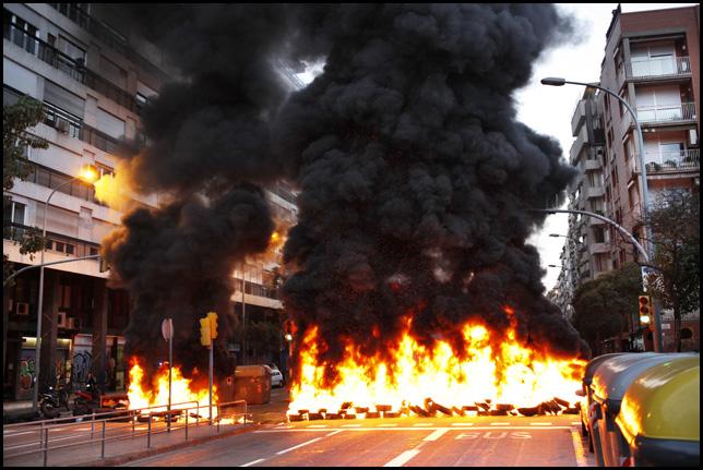 Barricade pendant la grève à Barcelone