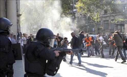 Affrontements lors de la grève générale à Barcelone