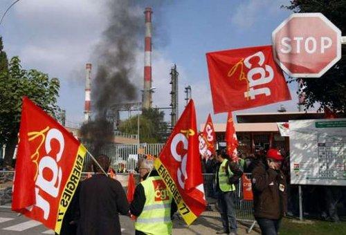 grève à la raffinerie de grandpuits