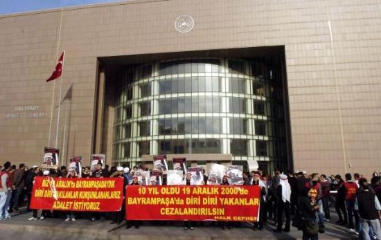 Manifestation devant le palais de justice d'Istanbul