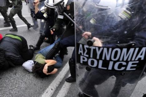 Confrontation étudiants/police à Athènes