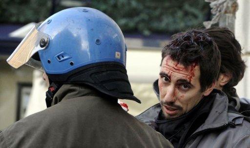 Etudiants blessé par une charge policière en Italie