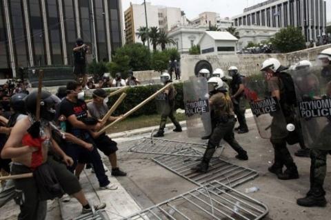 Affrontements policiers/manifestants en Grèce