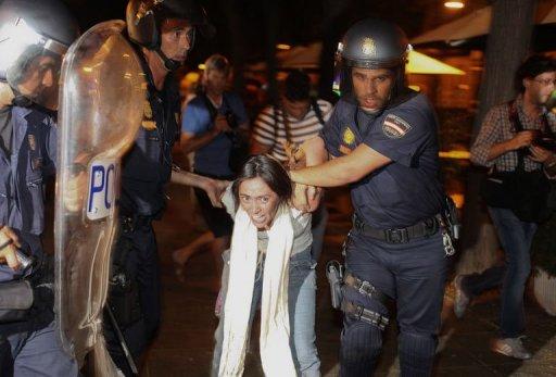 Arrestation d'une indignée à Madrid