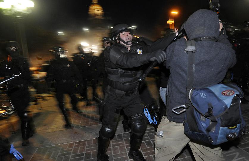 Policier anti-émeute à Denver