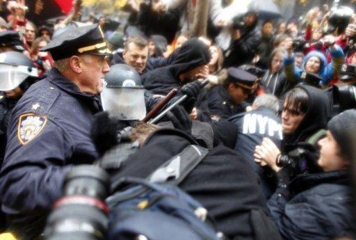 Heurts entre la police et les 'indignés'