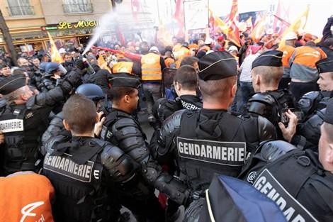 Répression d'une manifestation de métallos