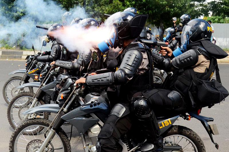 Répression d'une manifestation en Indonésie