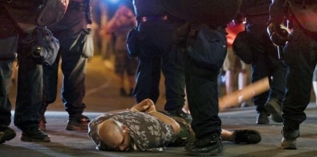 Arrestation d'un manifestant à Montréal