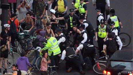 Arrestation de cyclistes à Londres