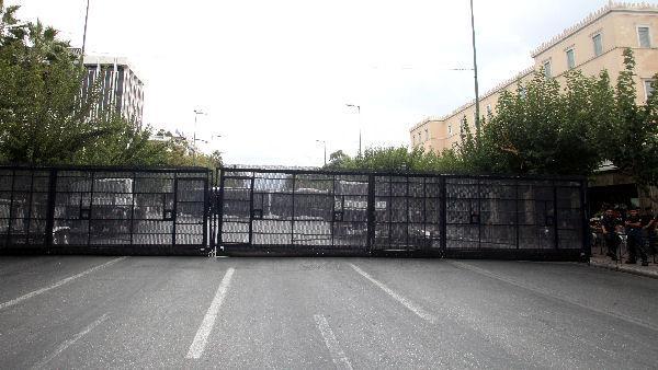 Des barrages anti-émeutes sont déployés à Athènes