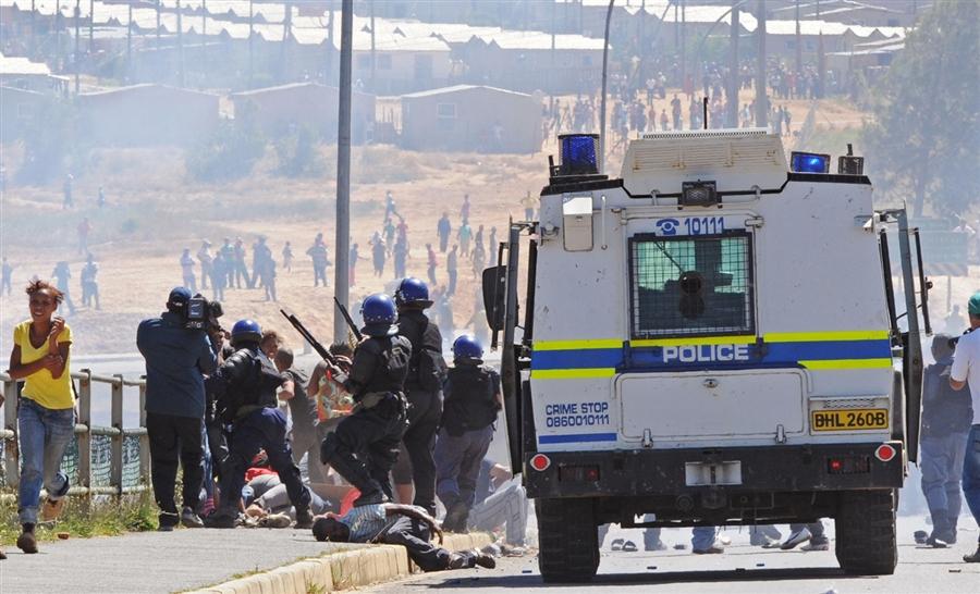 La police contre des ouvriers agricoles en Afrique du Sud