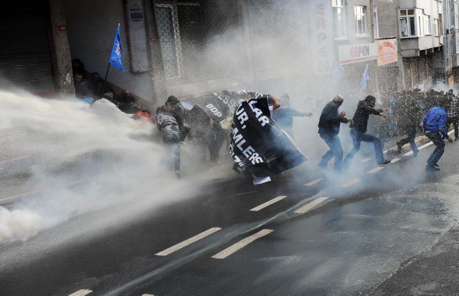 Répression d'une manifestation de soutien à la grève de la faim à Istambul