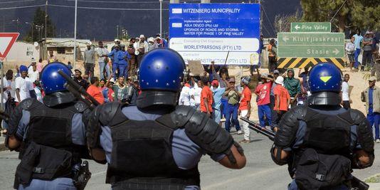 Police contre manifestants au Cap