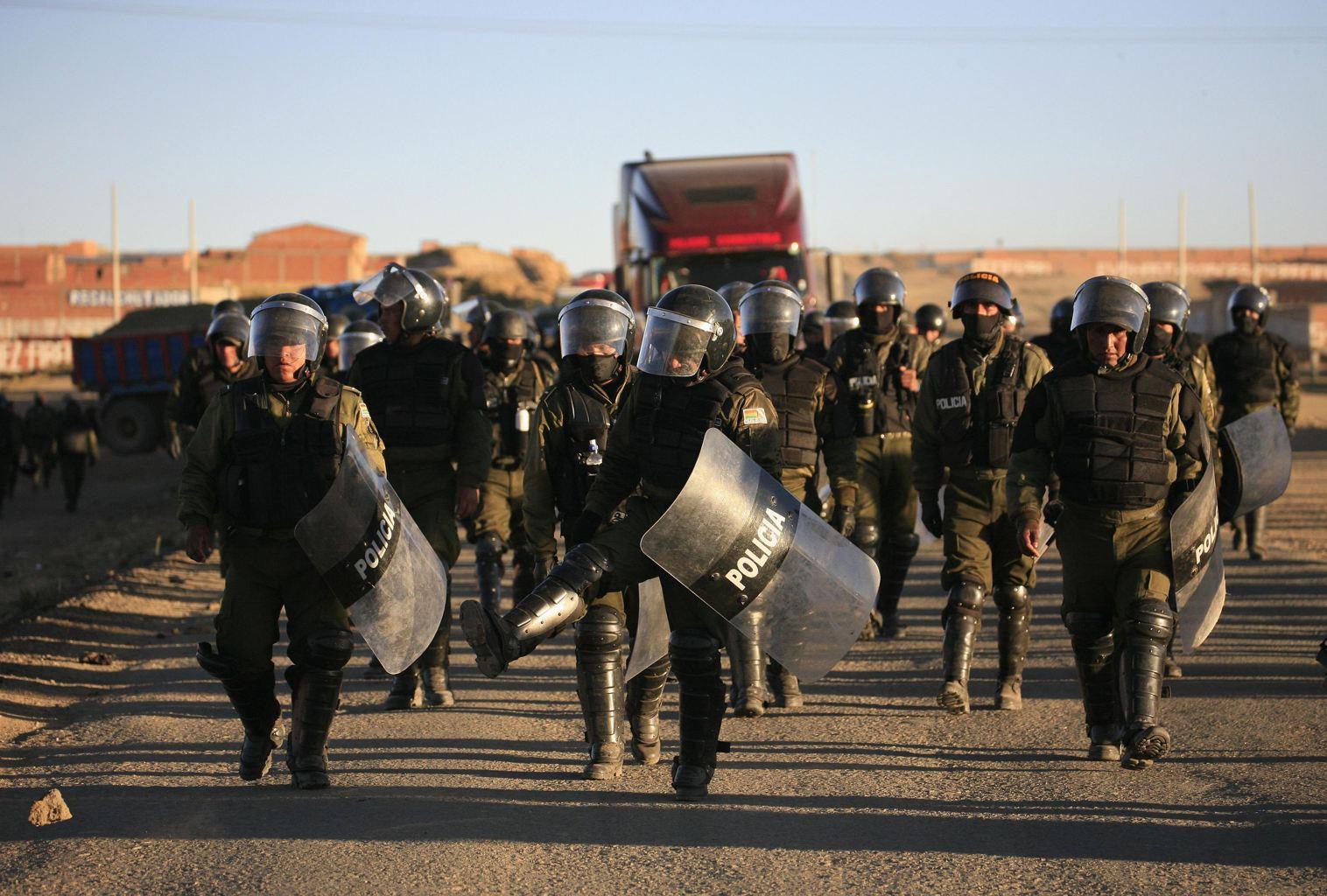 Police anti-émeute contre syndicaliste en Bolivie