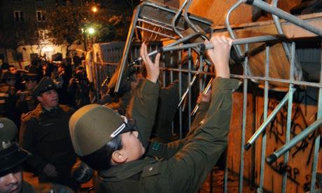 Evacuation d'une université occupée à Santiago