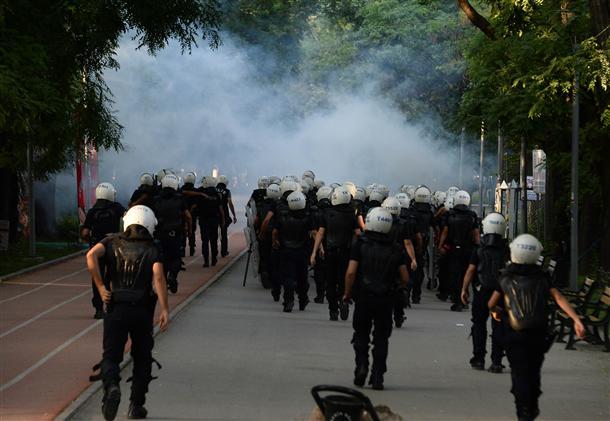 Gaz lacrymogène à Ankara