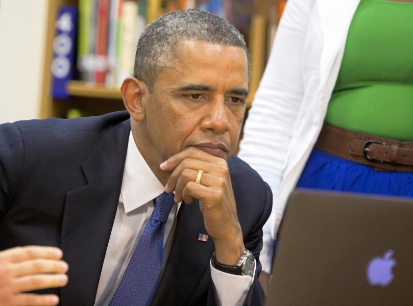 Obama lisant un e-mail