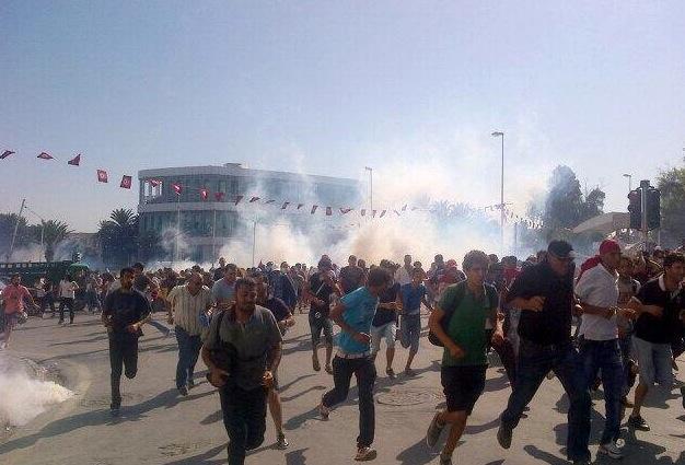 Manifestation devant l'assemblée nationale constituante