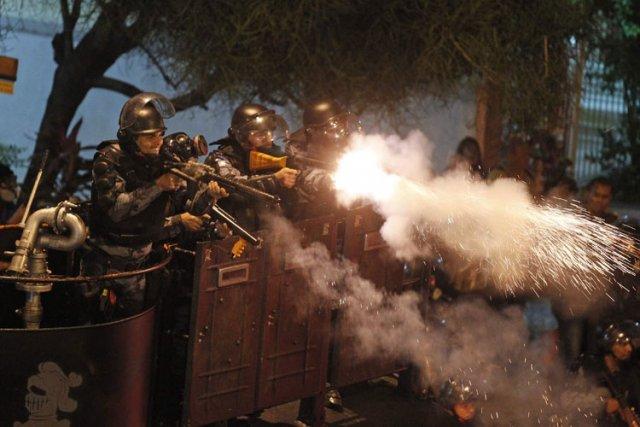répression de la manifestation contre la visite du pape au Brésil