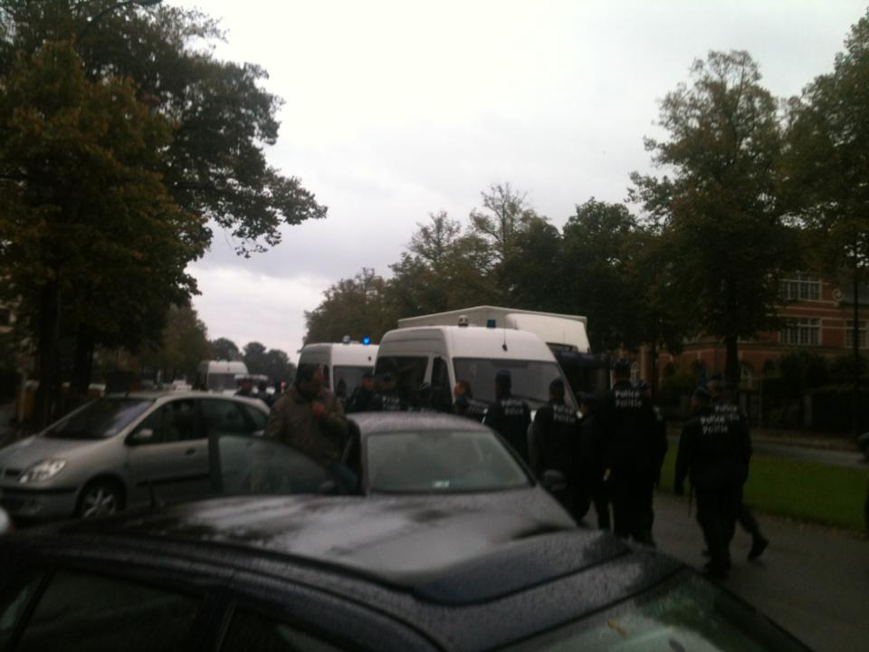 La police est présente en nombre aux abords de l'université