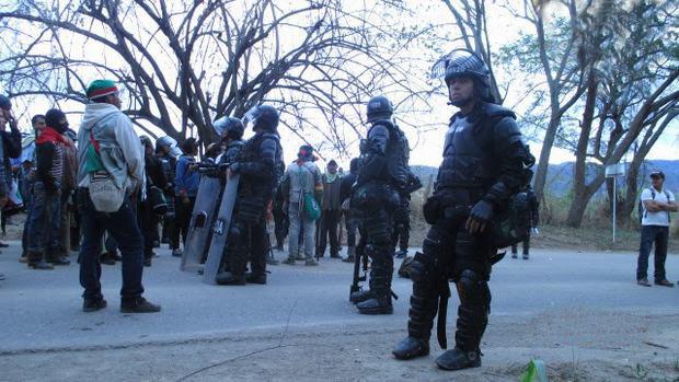 Répression d'une manifestation indigène en Colombie