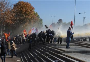 Affrontements devant le tribunal d'Ankara