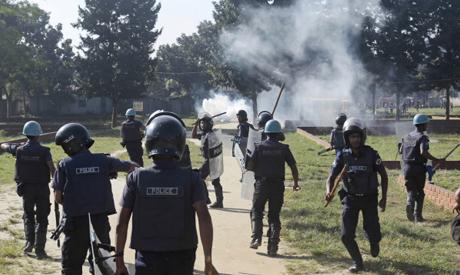Répression d'ouvriers du textile à Dacca