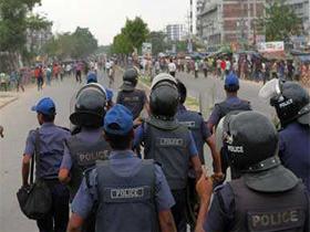 Intervention policière contre les ouvriers du textile